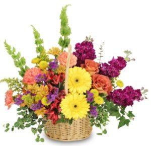Arreglo floral primaveral en canasta