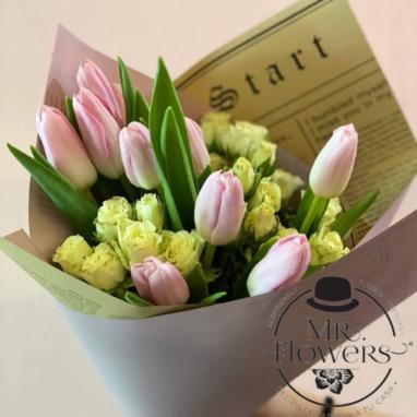 Ramo de tulipanes y mini rosa