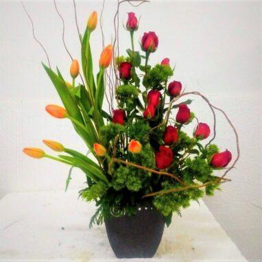 Arreglo con Tulipanes y Rosas