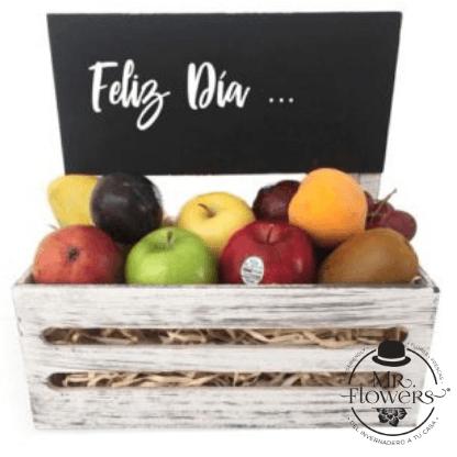 Caja con fruta y pizarra