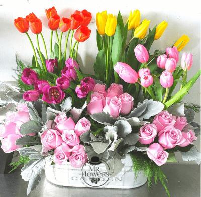 Arreglo floral con 40 Tulipanes y 24 RosasArreglo floral con 40 Tulipanes y 24 Rosas