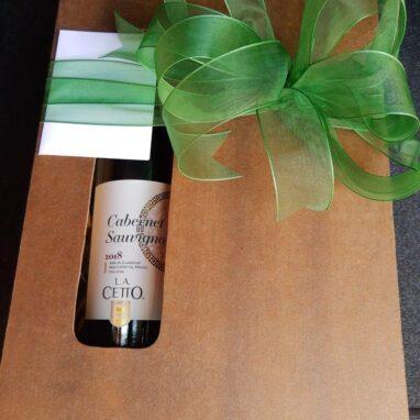 Caja con fresas con chocolate y tapa moño verde