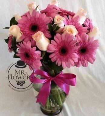 Jarrón con gerberas y Rosas
